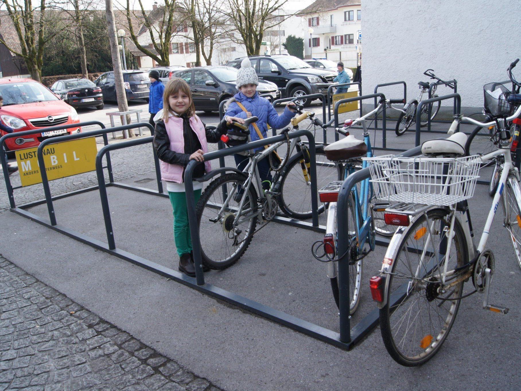 Fördermittel für die Ausstattung für zehn Geschäfte mit Fahrradständern sind  vorgesehen.