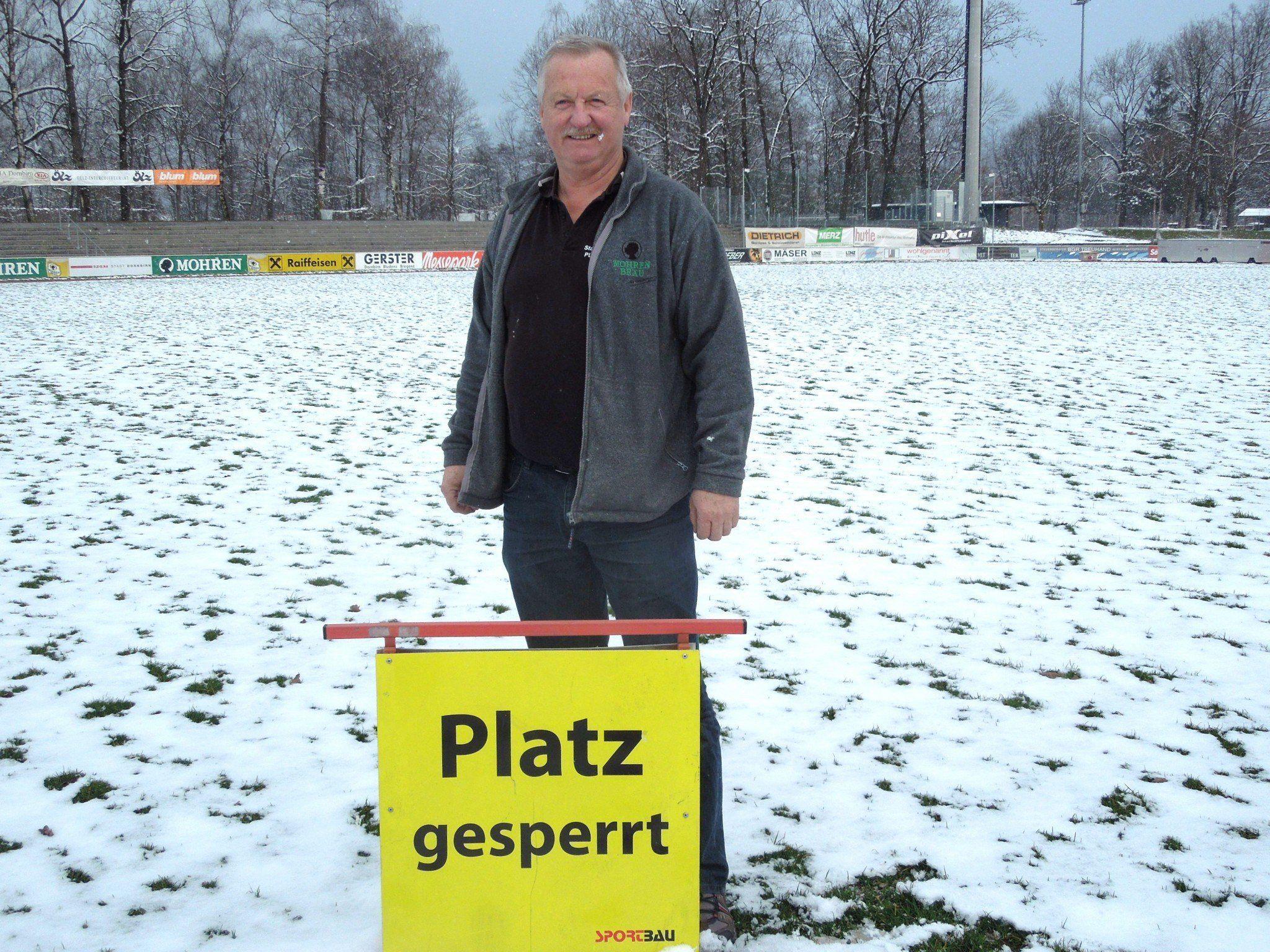 Wenn es um den heiligen FC Rasen geht, wird Herbert Palli auch einmal streng.
