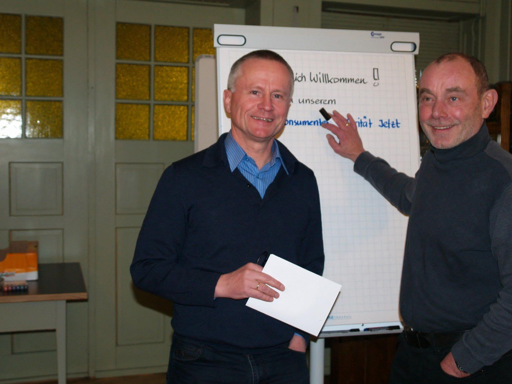 Hubert Feurstein und Arnold Dünser beim Forum Konsumentensolidarität-Jetzt im Freihof.