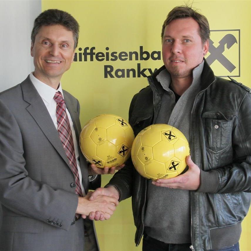 RW Rankweil Präse Ulli Bischoff und Raiba Direktor Roland Marte freuen sich auf das Derby
