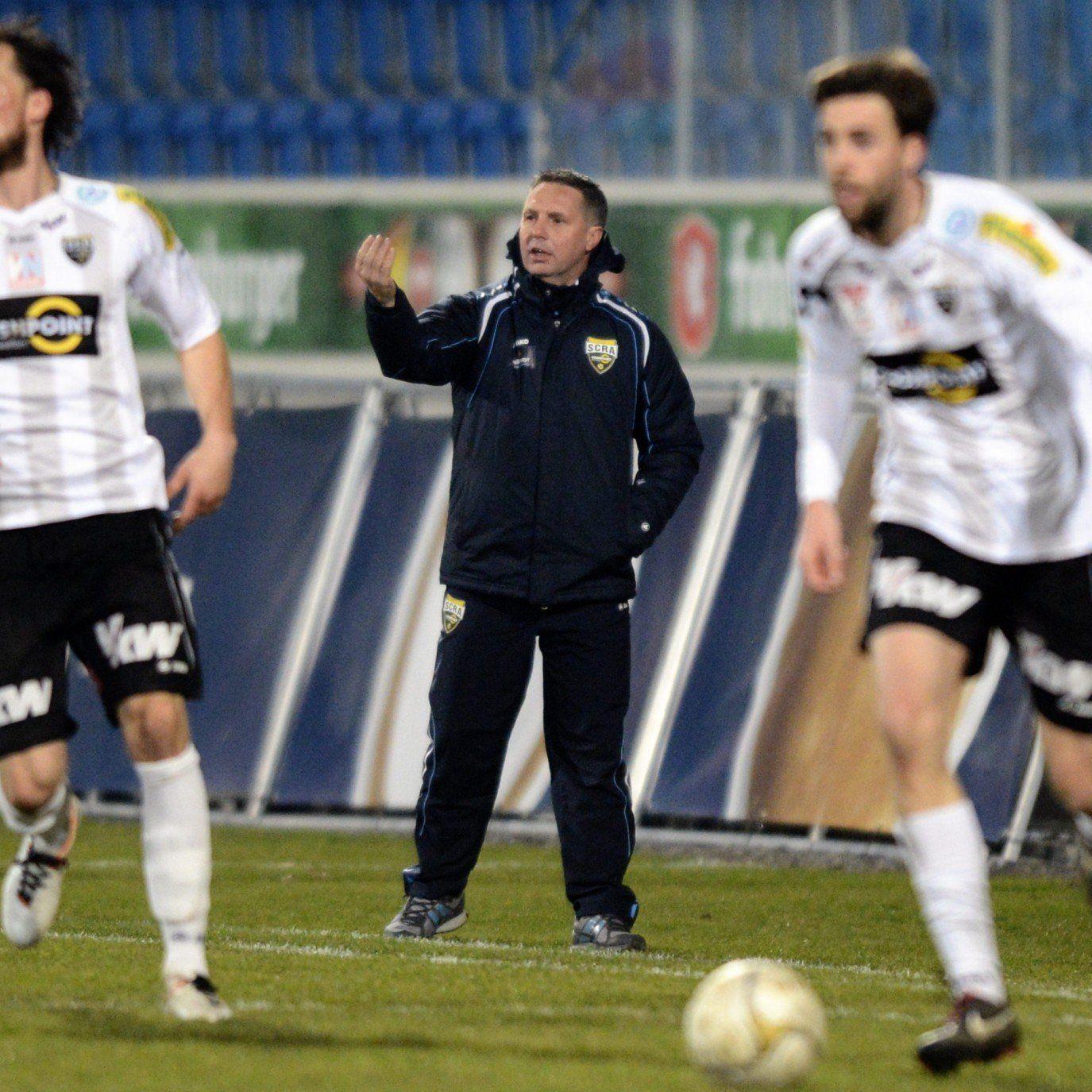 Trainer Canadi will sein Team zu einem Sieg gegen Titel-Mitfavorit SV Grödig führen.