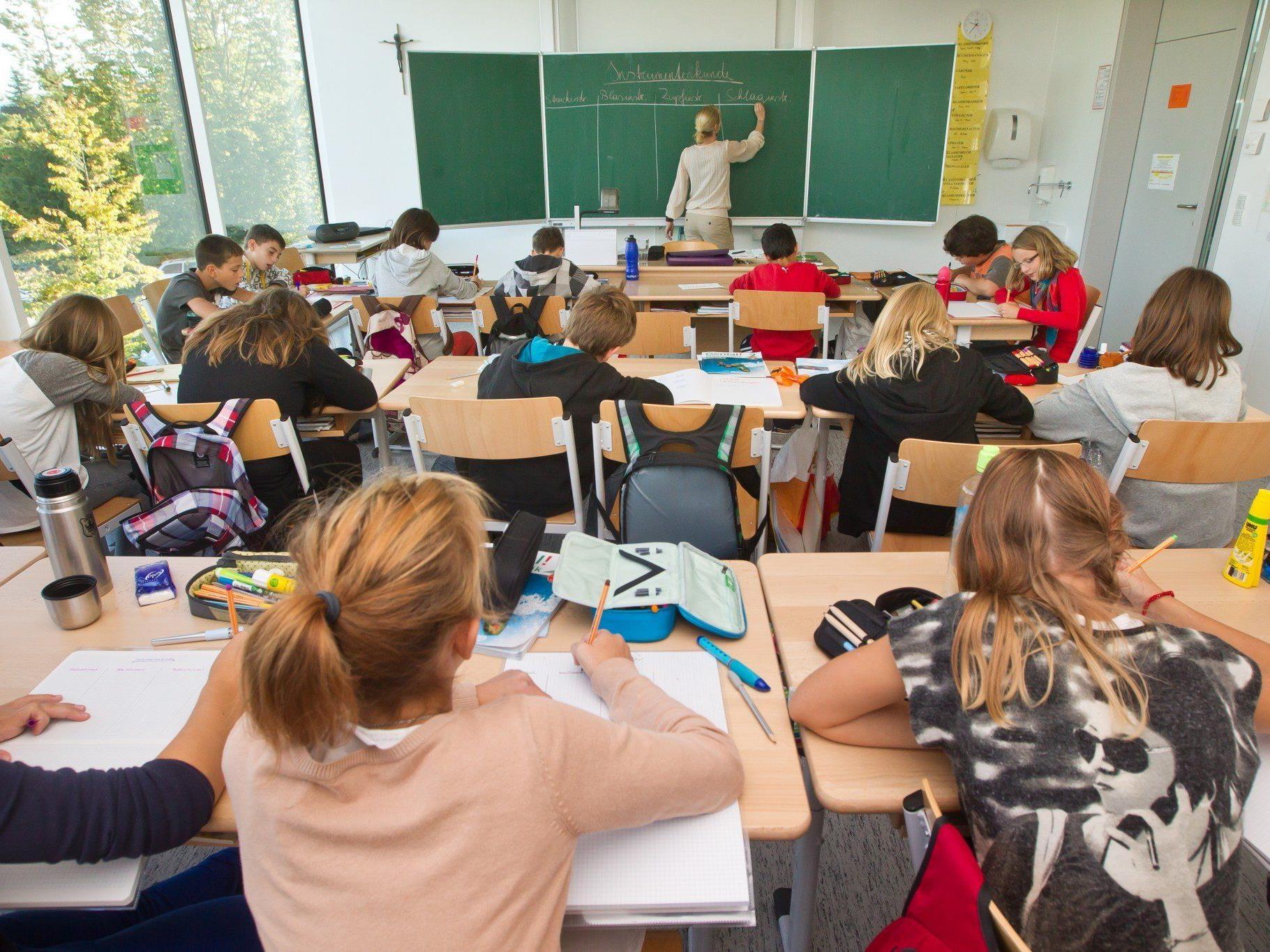 """Lehrer-Gewerkschafter in Vorarlberg sprechen von """"Husch-Pfusch-Verfahren""""."""