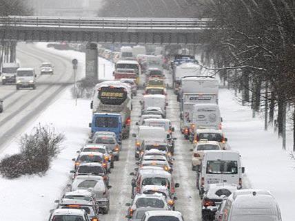Schnee - A4 bei Bruck a.d. Leitha gesperrt