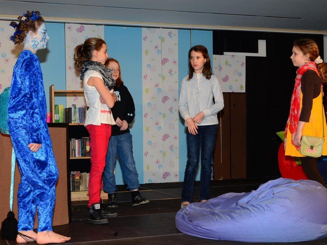 Die Theaterkrümel bringen eine spannende Detektivgeschichte auf die Bühne.