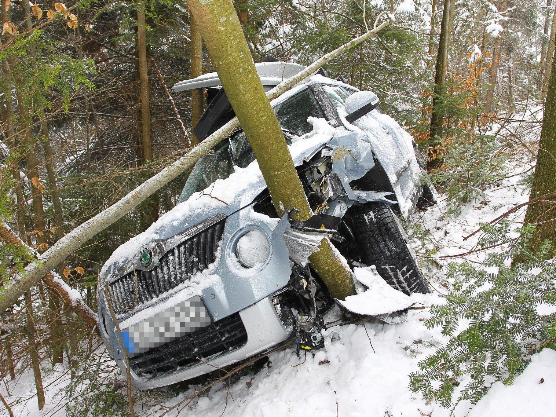 Nur die Beifahrerin wurde bei dem Unfall in Hohenweiler leicht verletzt.