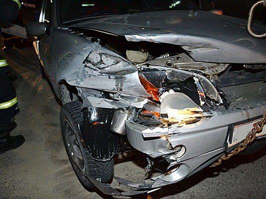 Der Unfallwagen nach dem Crash auf der A2
