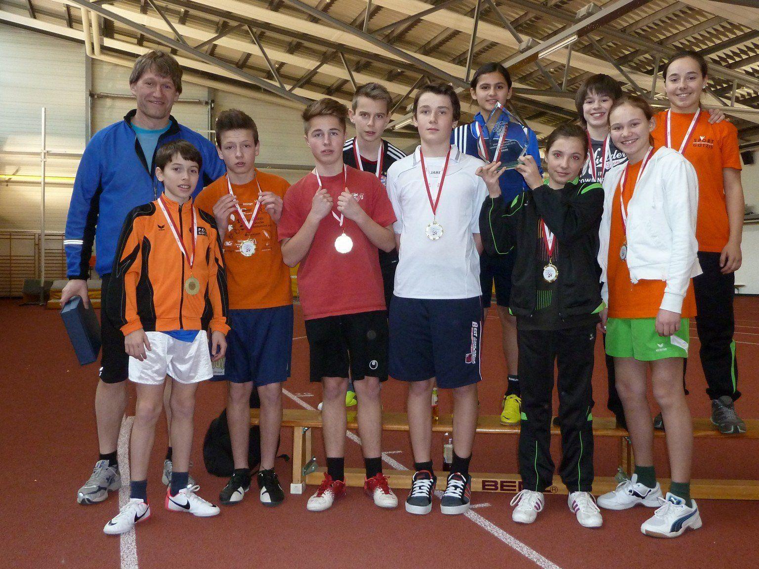 Die stolze Leichtathletik-Mannschaft der Mittelschule Götzis