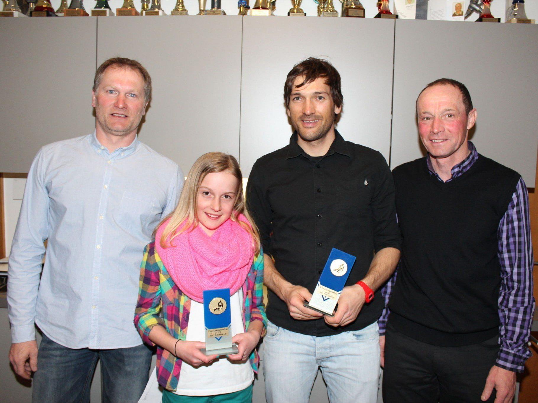 Die Vereinsmeister Alina Visintainer und Andreas Staudacher mit Elfried Winder und Wolfgang Greif.