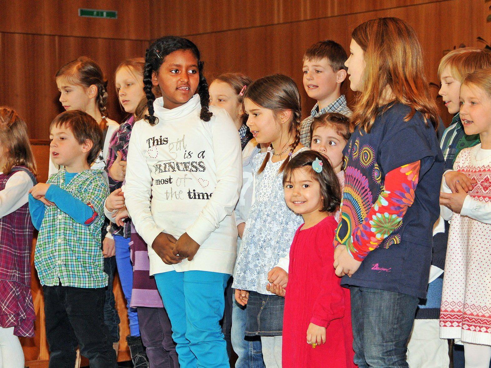 Musikschulverein Bregenzerewald mit vielen Kindern aus Bildstein in Höchst mit dabei