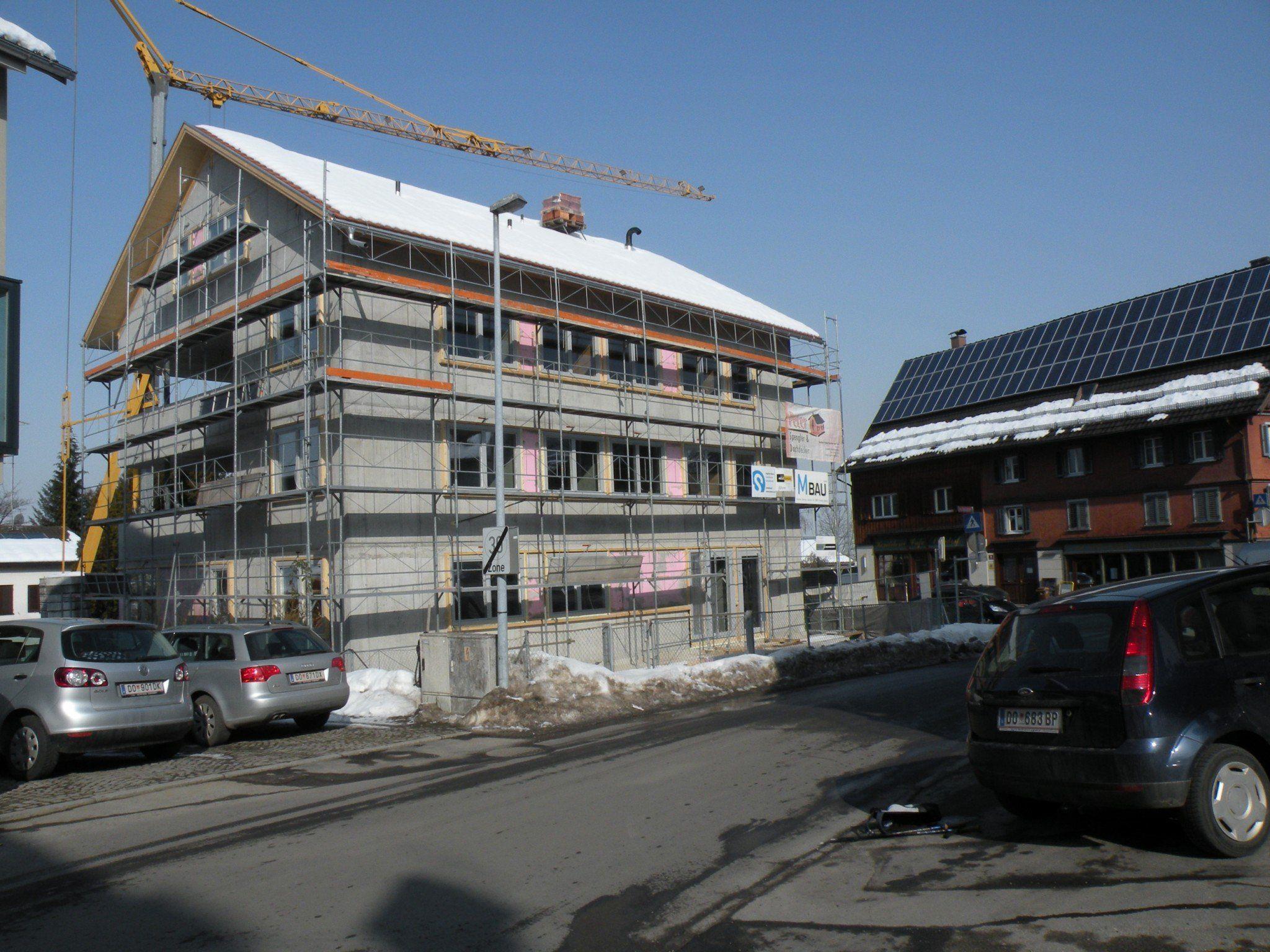 Das Wohn- und Geschäftsprojekt an der Bergstraße soll im Sommer bezugsfertig sein.