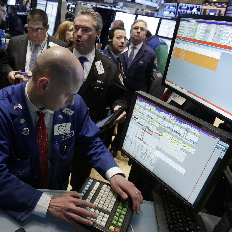 Kaum drehen Gerüchte über die Abstufung durch Moody's die Runde, werden die Trader aktiv.