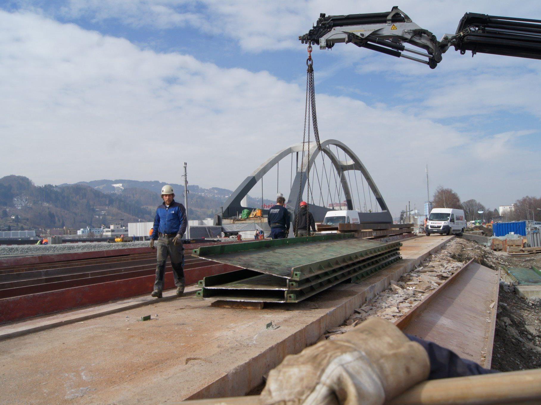 Nach dem Querverschub der Brücke in St. Margrethen gehen die Arbeiten in die Zielgerade.
