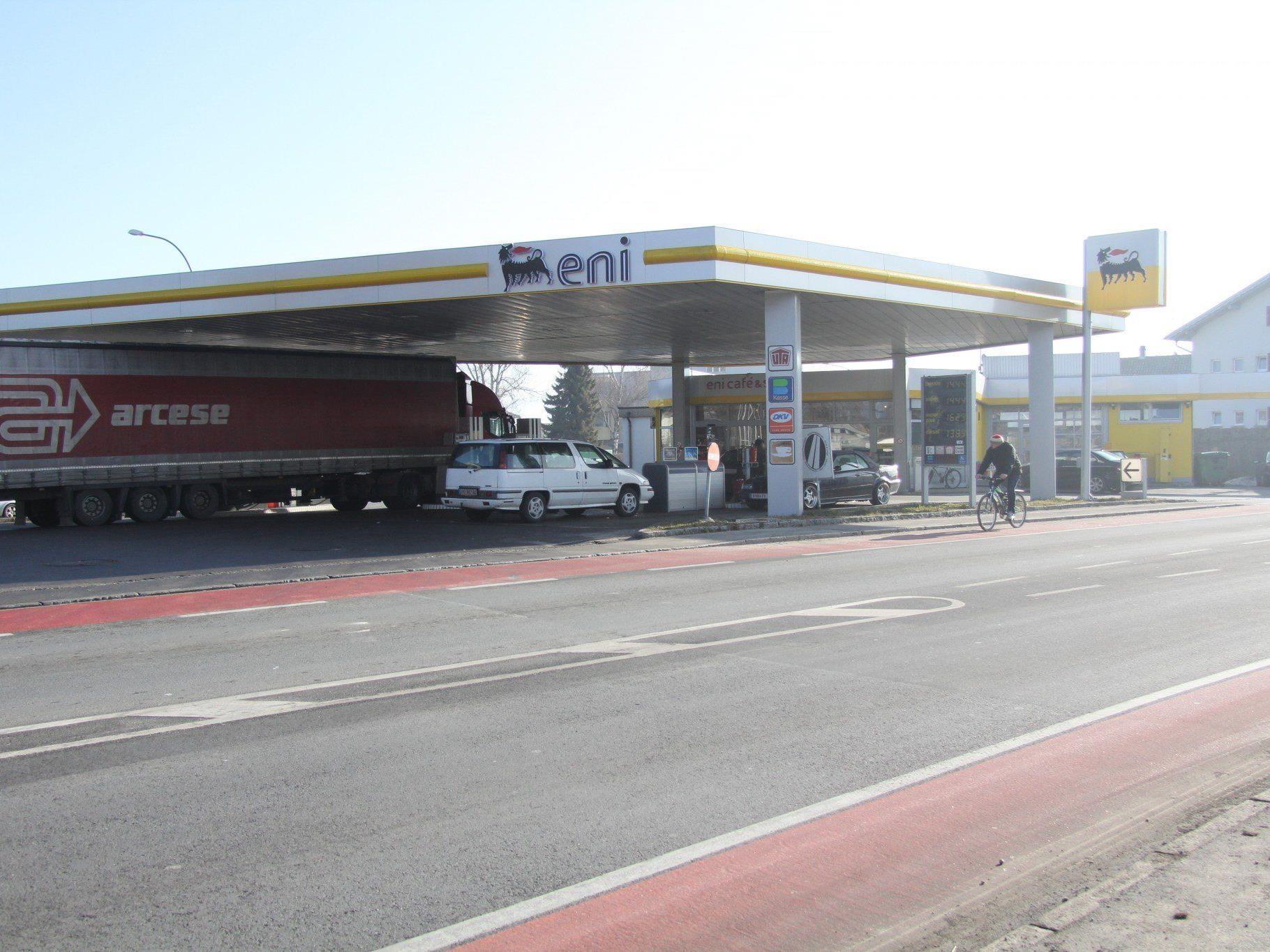 Nach Tankstellenüberfall in Lustenau umgehend eingeleitete Alarmfahndung blieb ohne Erfolg.