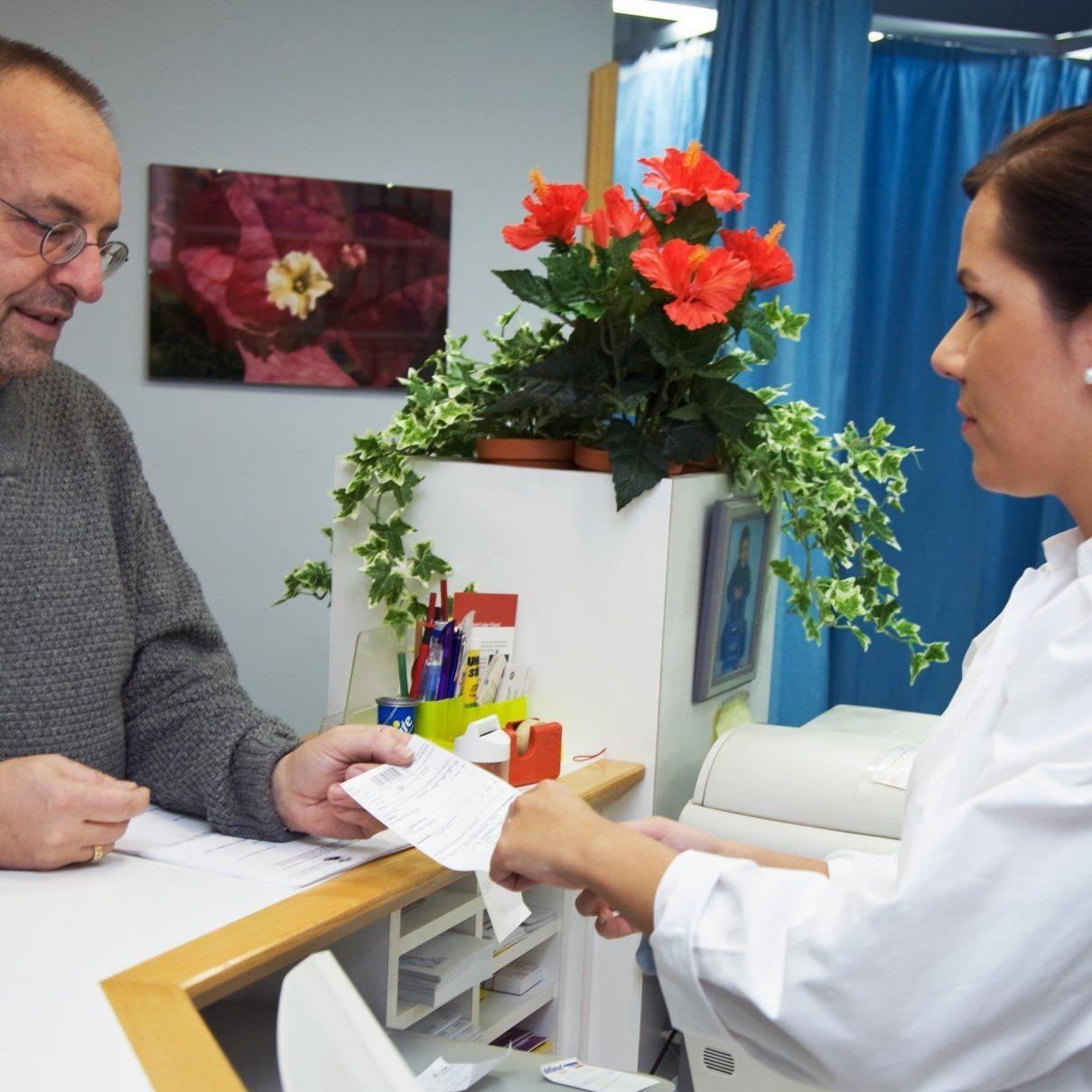 Arzt-Angestellte zeichnen sich durch hohes Engagement aus und bekommen dafür wenig Lohn.