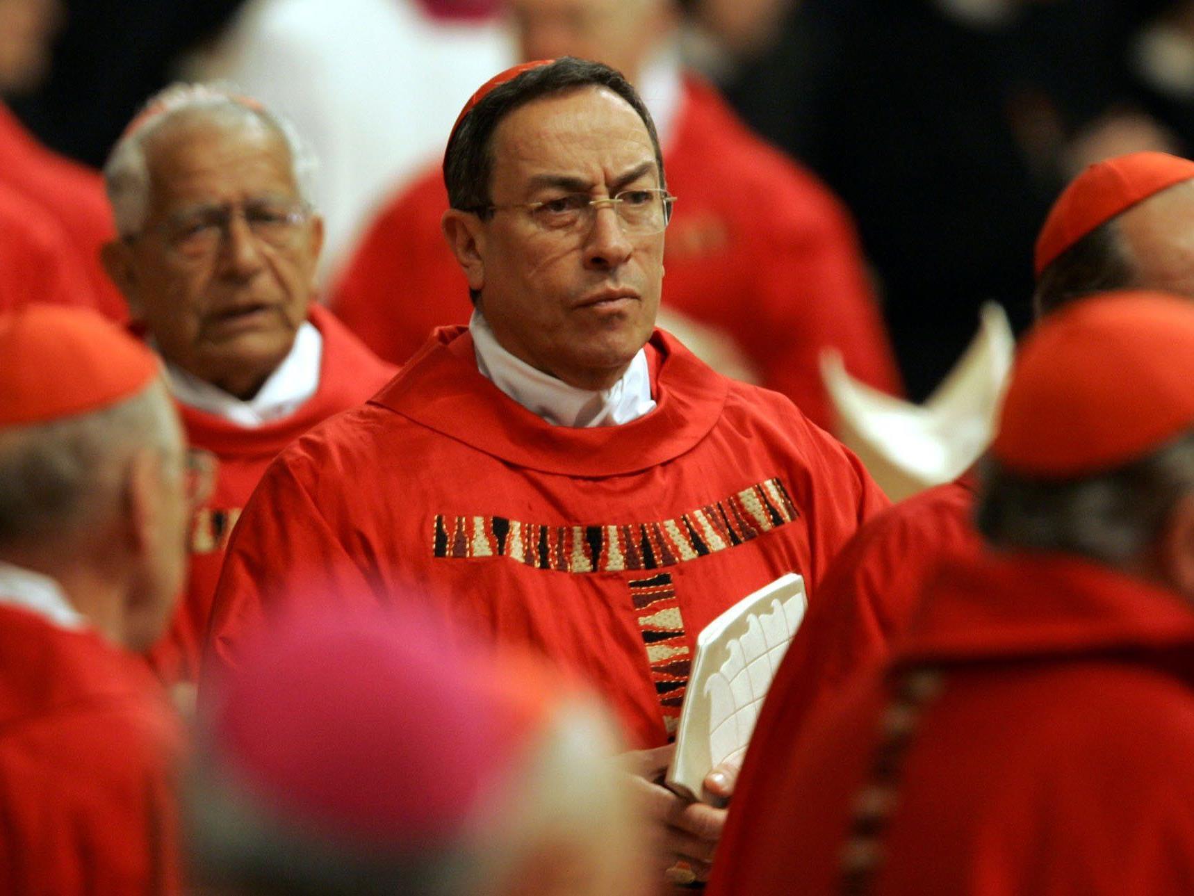 """Kurzes Bischofsgewand entlarvte den """"falschen"""" Bischof."""