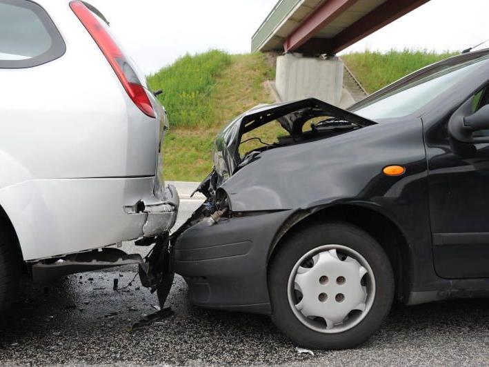 Bedeutend unter der erlaubten Geschwindigkeit unterwegs zu sein, kann mitunter gefährlich enden – und teuer.