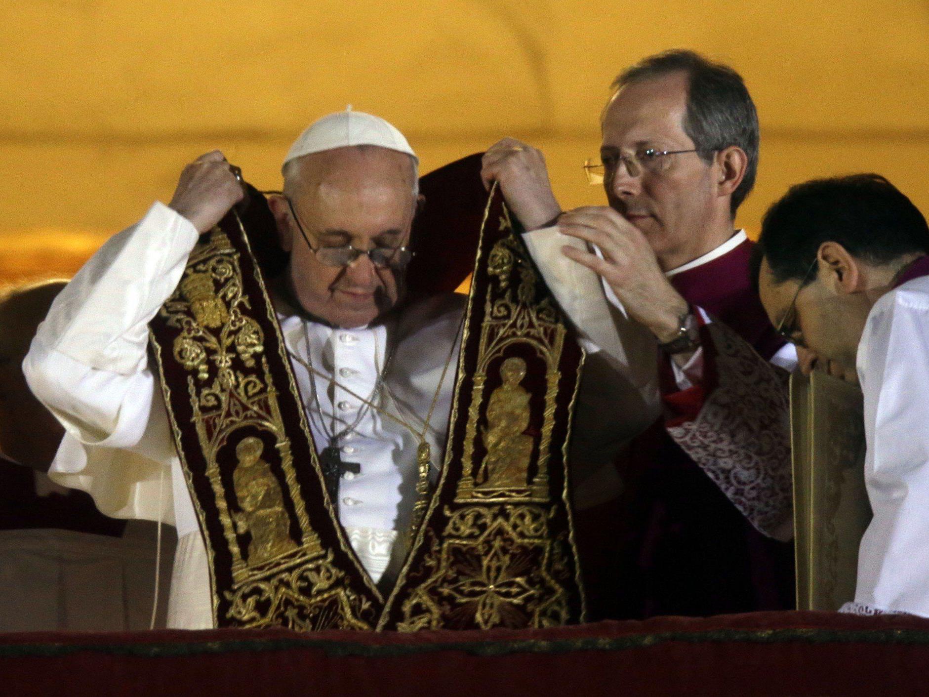Bischof Küng zeigt sich überrascht über die Wahl - und erleichtert, dass Kardinal Schönborn in Österreich bleibt.