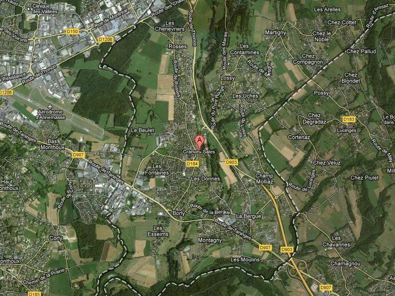 Privatjet kurz nach Start im französischen Annemasse auf Gelände eines Bauernhofs gestürzt.