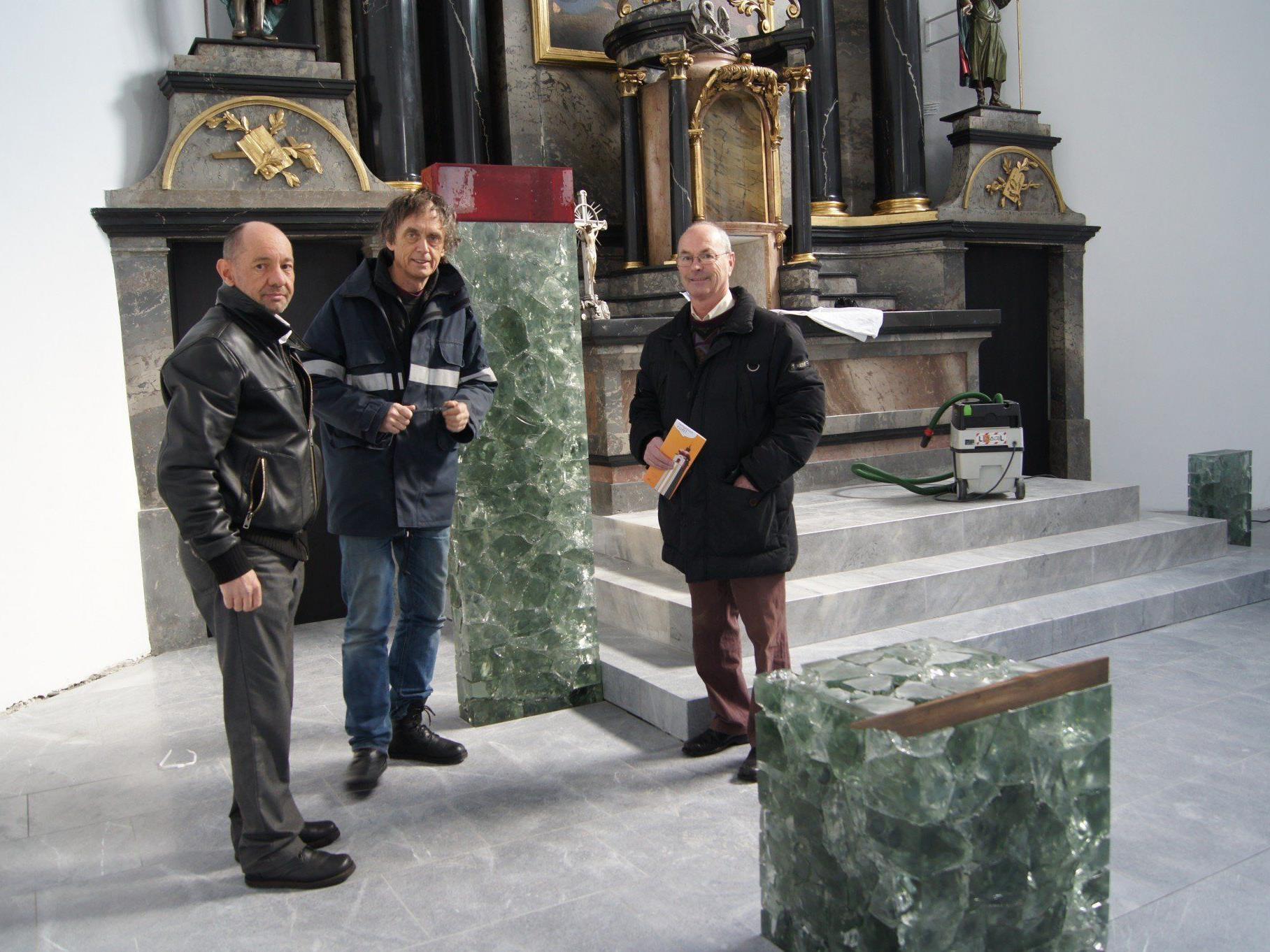 Diözesanbaumeister Hebert Berchtold, Architekt Ernst Beneder und Mag. Wolfgang Klocker besprechen letzte Details.