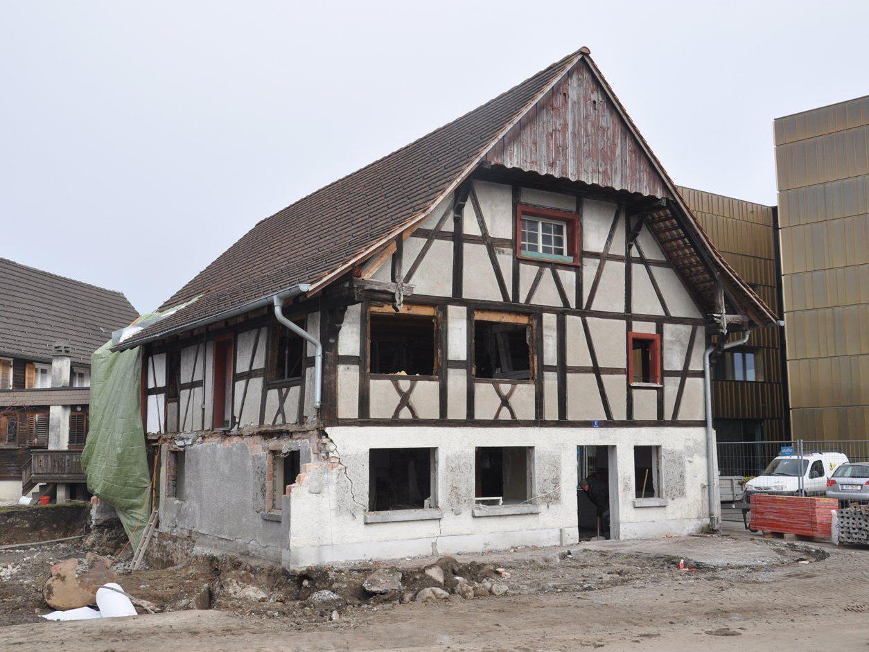 Das alte Fachwerkhüsle in der Seestraße wird derzeit entkernt.