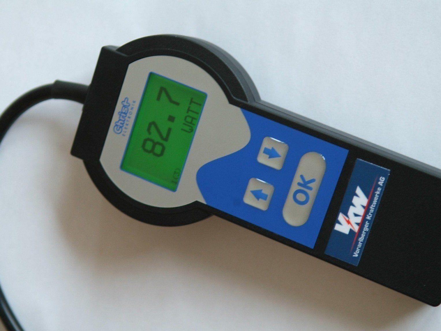 Das Messgerät zeigt, wie hoch der Stromverbrauch ist. Es kann an jedes Gerät angeschlossen werden.