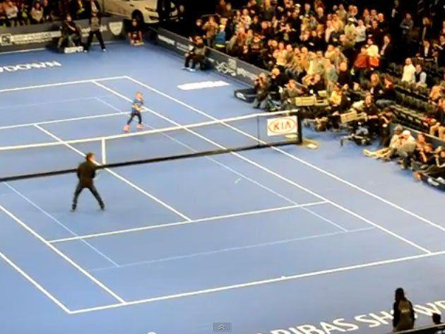 Spontanes Doppelmatch: Nadal holt Ben Stiller aus dem Publikum.
