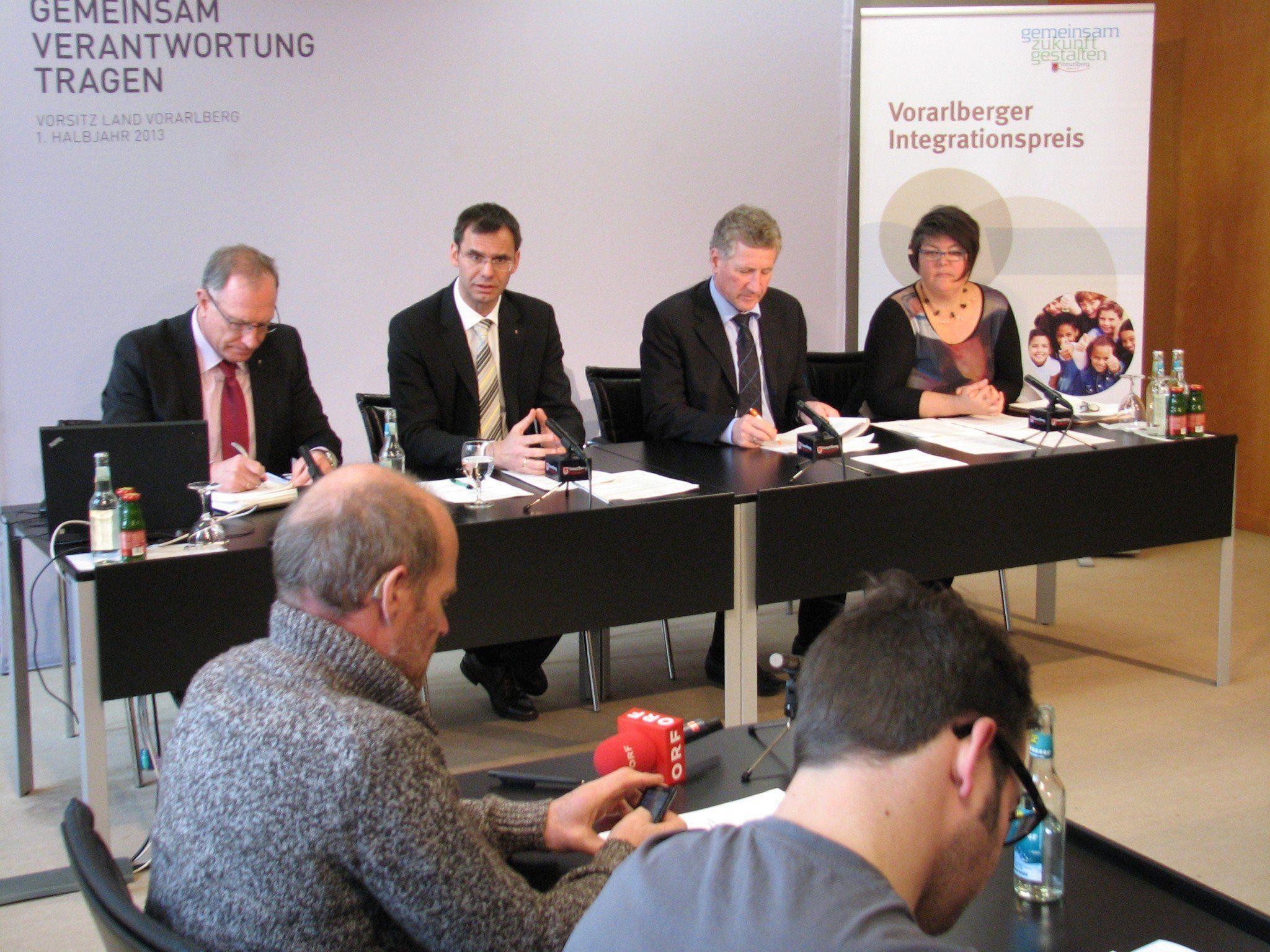 LR Wallner, LR Schwärzler und Integrationskoordinatorin Carmen Nardelli zum Vorarlberger Integrationspreis 2013.