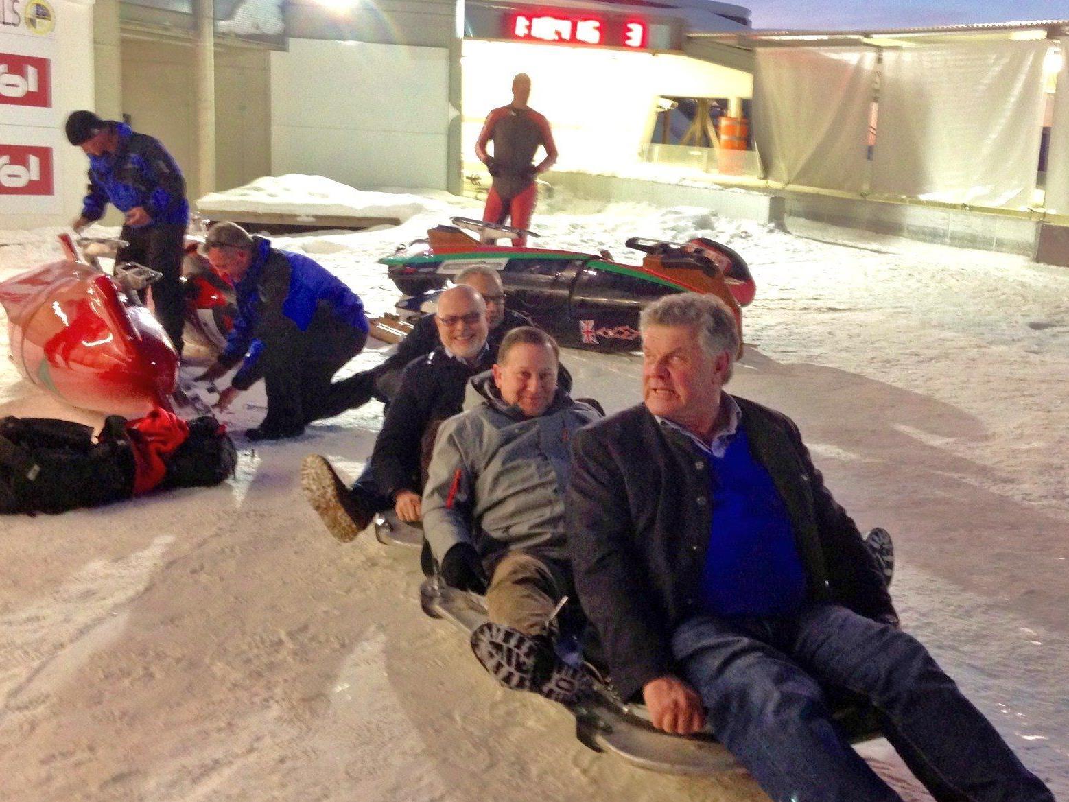 Heiß aufs Eis im Wok war die Bludenzer Delegation in Igls.