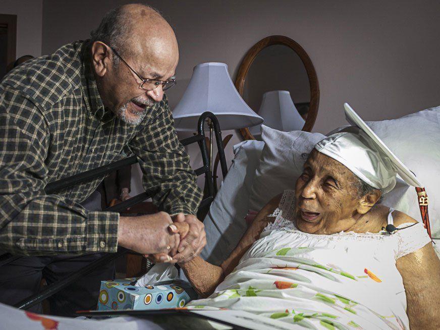 Nach 90 Jahren bekam Reba Williams ihr Abschlusszeugnis.