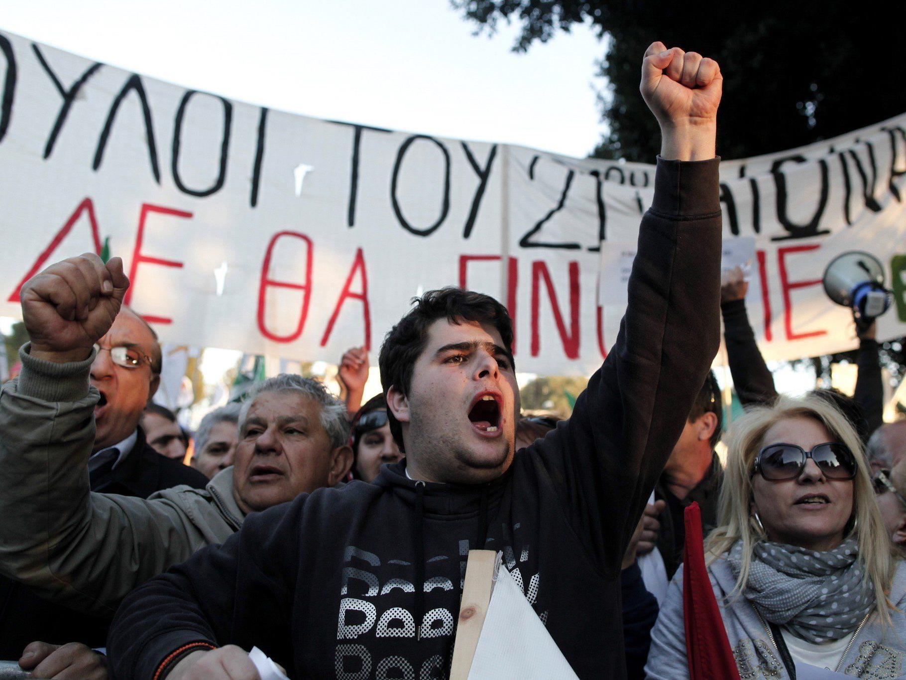 Die Forderung der Demontranten vor dem Parlament wurde erfüllt.