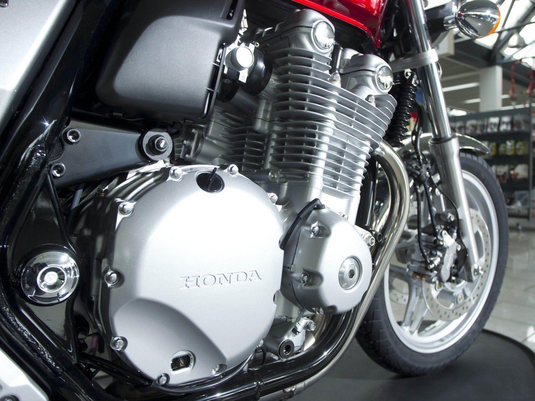Experte Markus Hämmerle verrät, wie man sein Motorrad fit für den Frühling macht.