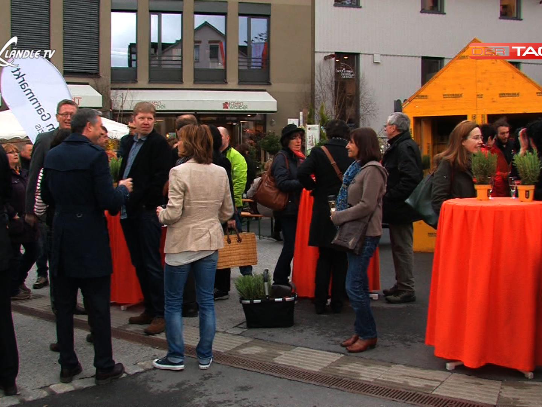 Begeisterte Besucher beim Wochenmarkt am Garnmarkt Götzis