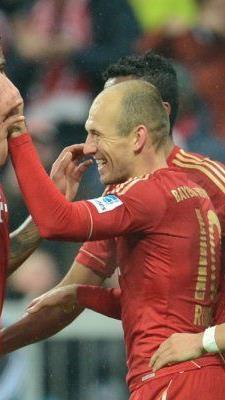 Bayern schossen sich mit 9:2 gegen den HSV warm