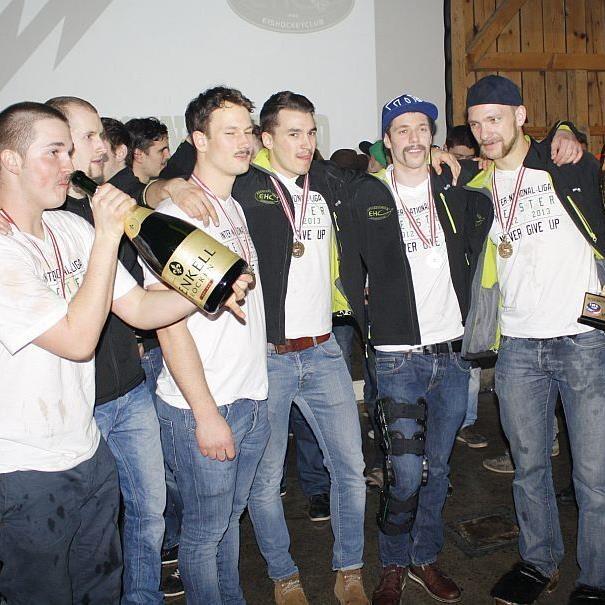 Der EHC Bregenzerwald feierte mit seinen Fans und der Prominenz den Meistertitel in der INL.