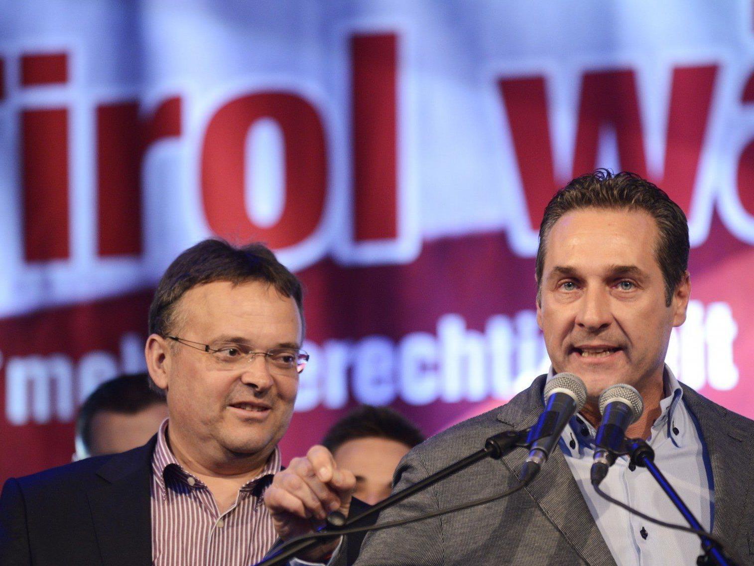 Hauser und Strache bei der FPÖ-Kundgebung vor der Tiroler Landtagswahl in Innsbruck.