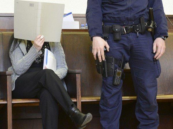 Lebenslang für 52-Jährige wegen Arsen-Mordes an zwei Männern.