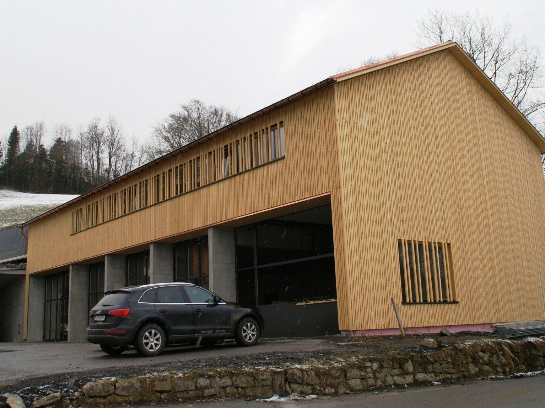 Das neue Feuerwehrhaus in Schwarzenberg erhielt eine Fassade aus heimischem Holz