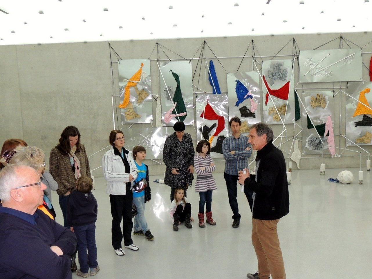 Kunstvermittler Marco Ceroli führte durch die Ausstellung