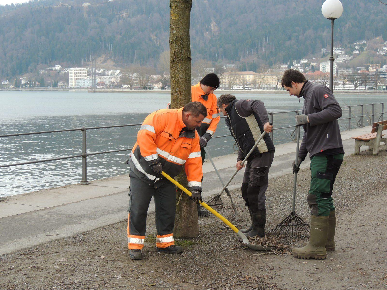 Städtgärtner sorgen für saubere Gehwege