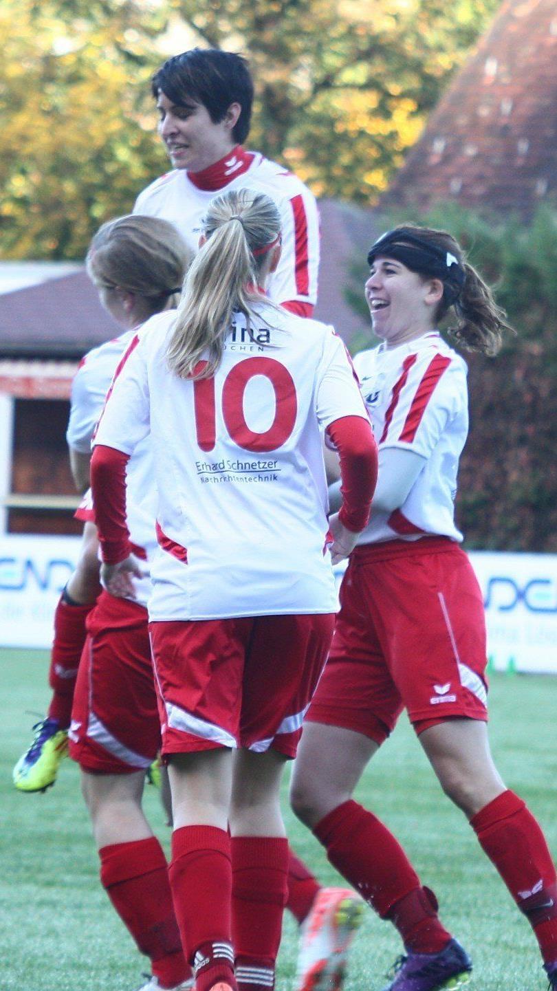 Sabrina Lampert jubelt über den 3:0 Auswärtssieg in Wels.