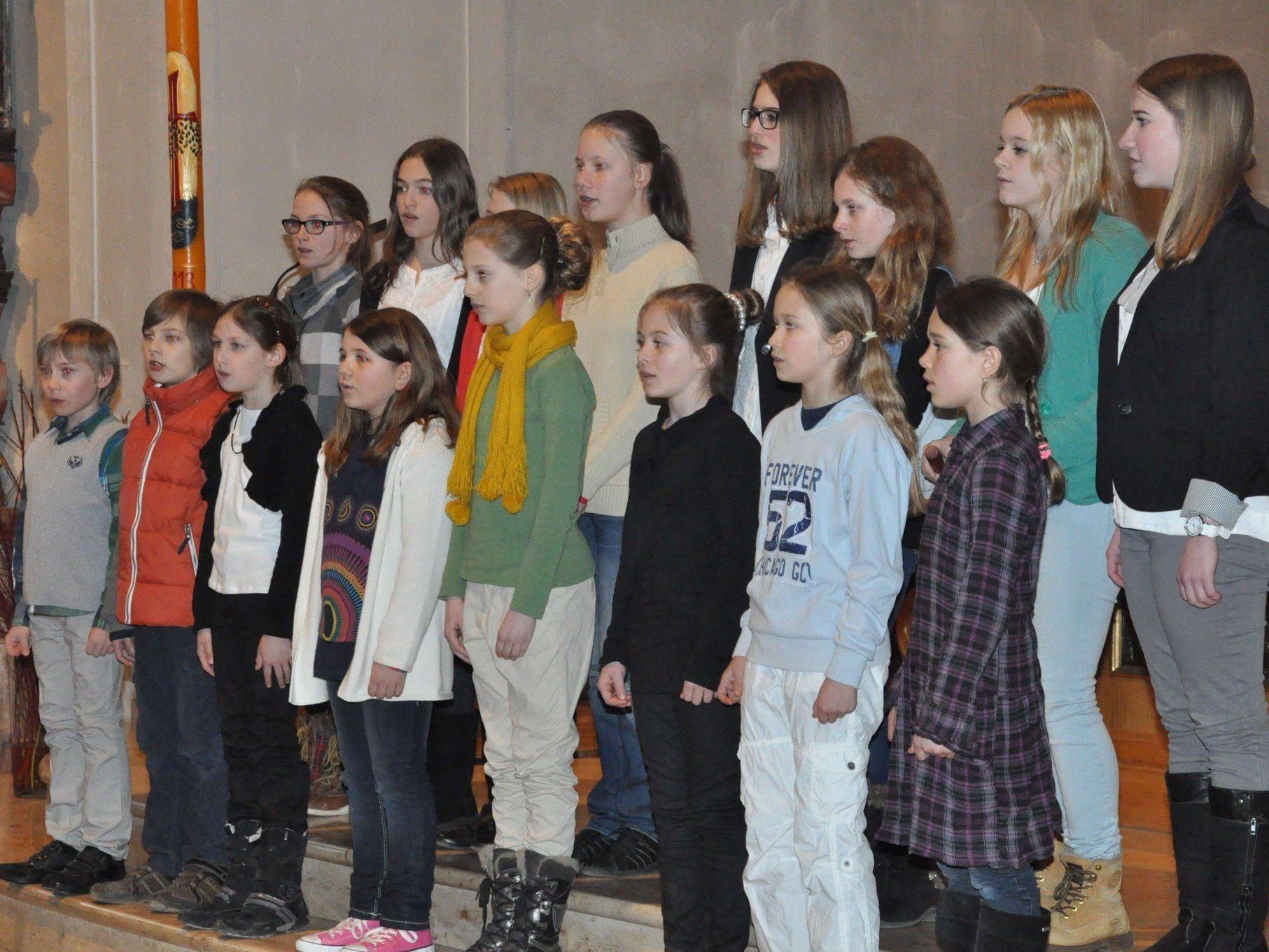 """Das Bildsteiner Schülerensemble """"Singen macht Spaß"""" beim Kinderchorkonzert."""