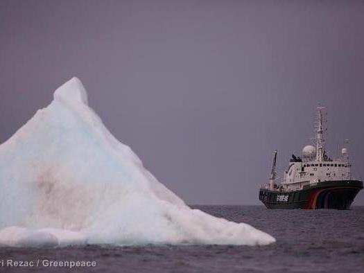 Auch Schauspieler Ezra Miller setzt sich für Schutzgebiet in der Arktis ein.