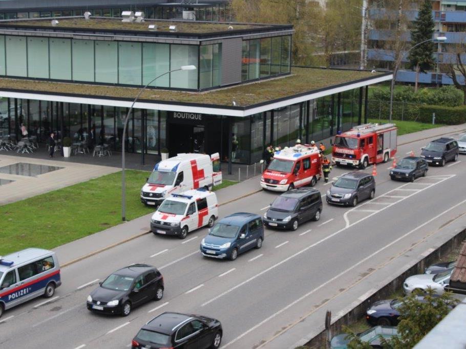 Schwerer Unfall in Modeboutique in Bregenz - 84-Jährige ins LKH Feldkirch eingeliefert.