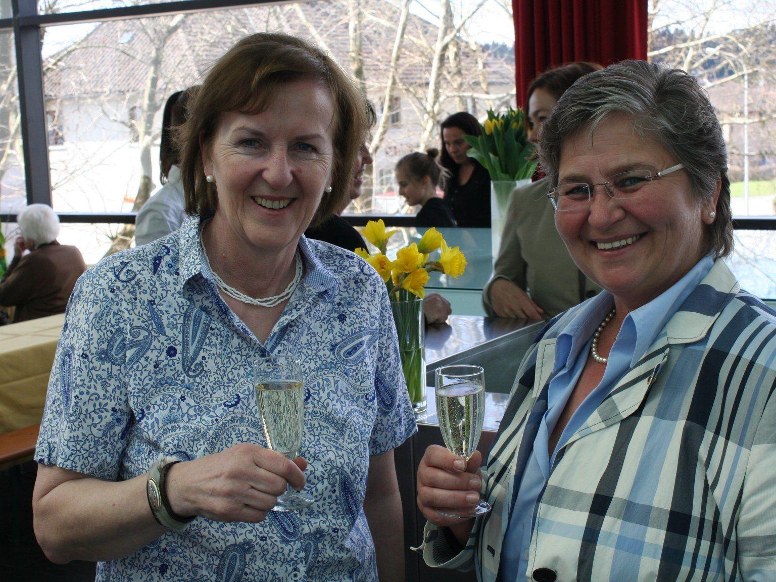 Präsidentin Monika Sauermoser und Andrea Helbok vom Lions Club Fortuna unterstützen das Netz für Kinder