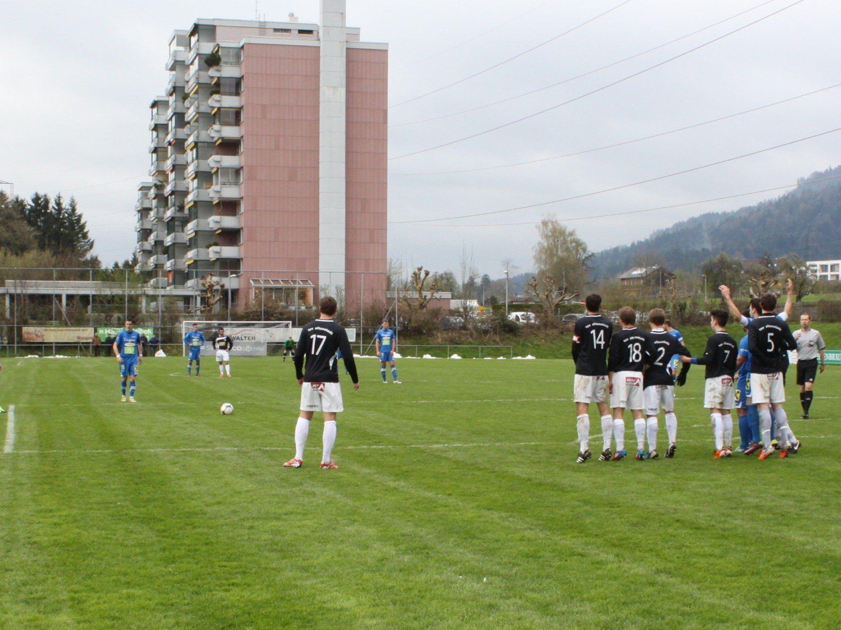Tolles Freistoßtor von Chinchilla Vega Pablo Antonio zum 1:0 für den SV Typico Lochau.