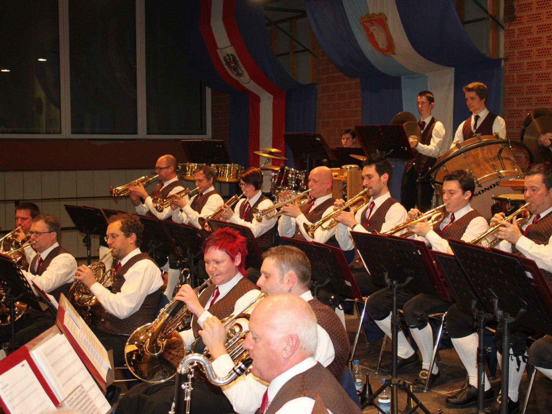 """Die Lochauer Musikanten begeisterten mit einem kraftvollen """"Frühlingskonzert"""" ihre Zuhörer."""