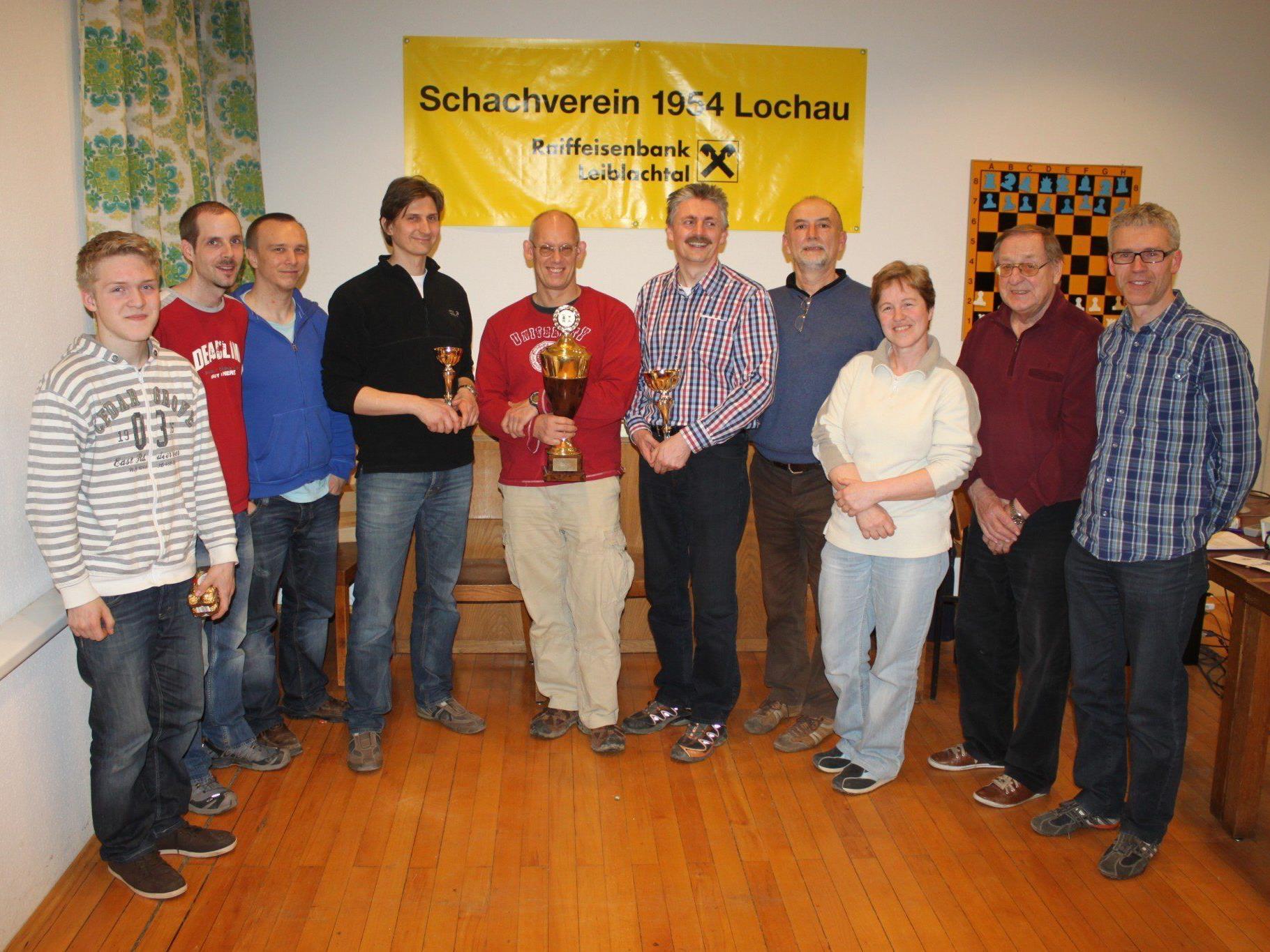 Siegerfoto der Lochauer Schach-Vereinsmeisterschaft 2013 mit Vereinsmeister Peter Mittelberger.