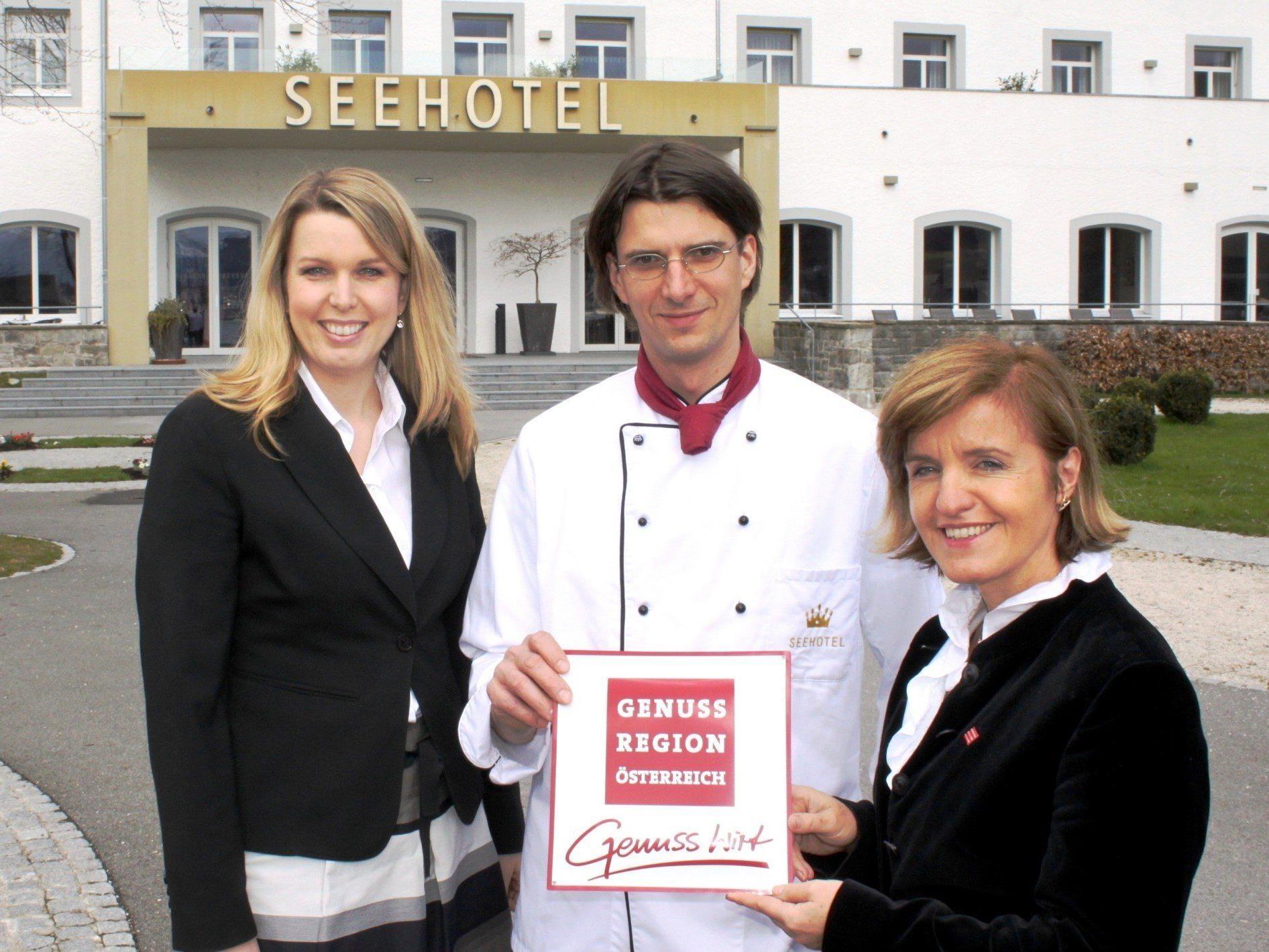 Annette Mätzler – Sales & Marketing Seehotel Am Kaiserstrand, Edwin Jürgens – Küchenchef Seehotel Am Kaiserstrand und Margareta Reichsthaler – Obfrau Genuss Region Österreich.