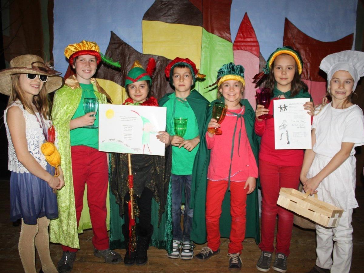 """Volksschüler laden zum englischen Theaterabend – """"The Pied Piper"""", eine moderne Fassung des Märchens """"Der Rattenfänger von Hameln""""."""