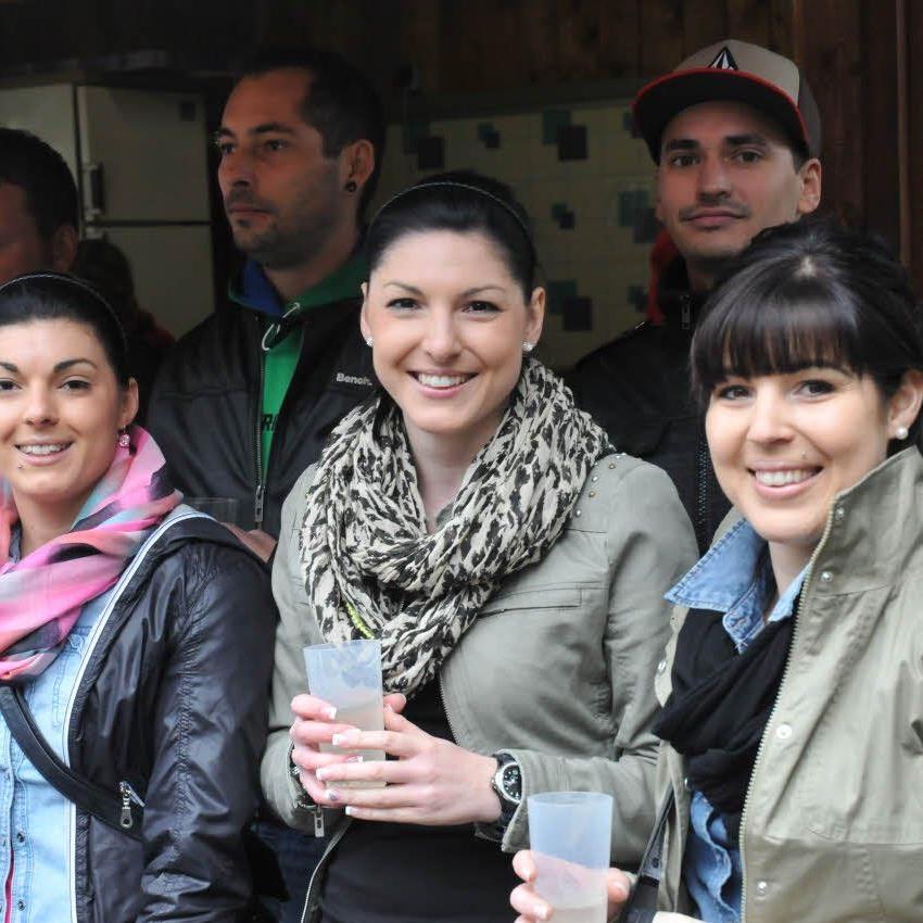Viele charmante Frauen waren beim Vorderlandderby auf der Gastra dabei.